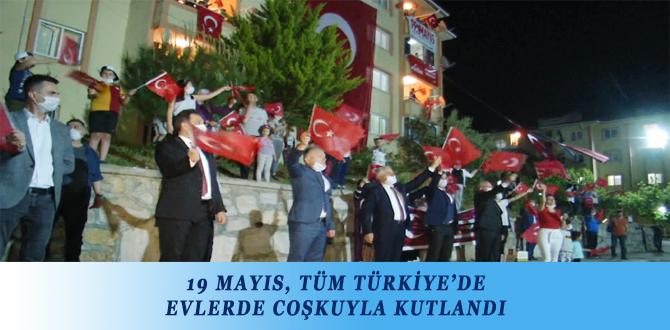 19 MAYIS, TÜM TÜRKİYE'DE EVLERDE COŞKUYLA KUTLANDI